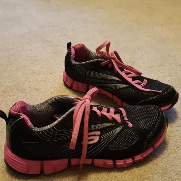 Women's Skechers pink & black shoes size 8